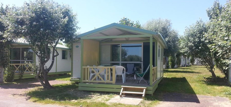 Rental chalet on Oleron island - CAMPING PHARE OUEST - bord de mer à ...