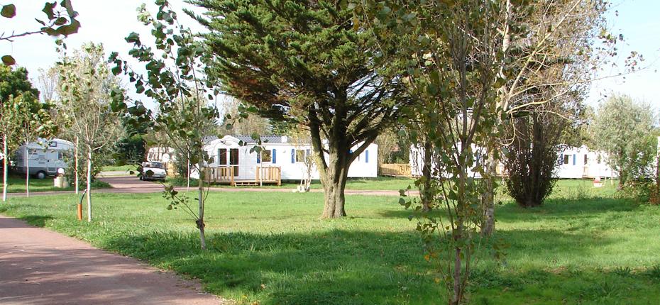 Location de mobil home ile d 39 ol ron camping phare ouest for Entretien jardin oleron