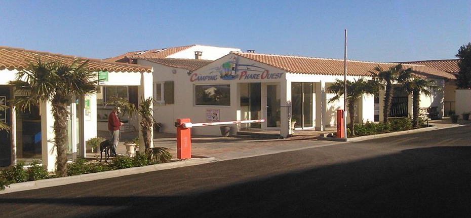 Camping ol ron avec services 3 toiles camping phare for Garage bon accueil saint denis